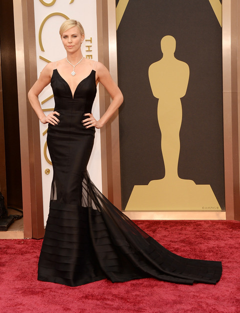 Charlize Theron was the epitome of elegance in this unique black dress. She most definitely had the best jewelry of the night.