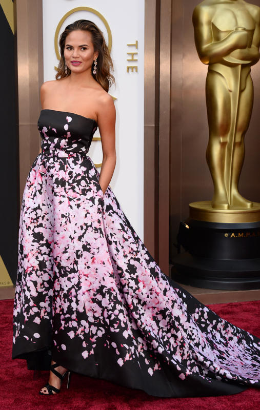 This was one of my favorite dresses of the night on Chrissy Teigen. In a sea of washed out dresses, she looked stunning in this floral splashed gown.